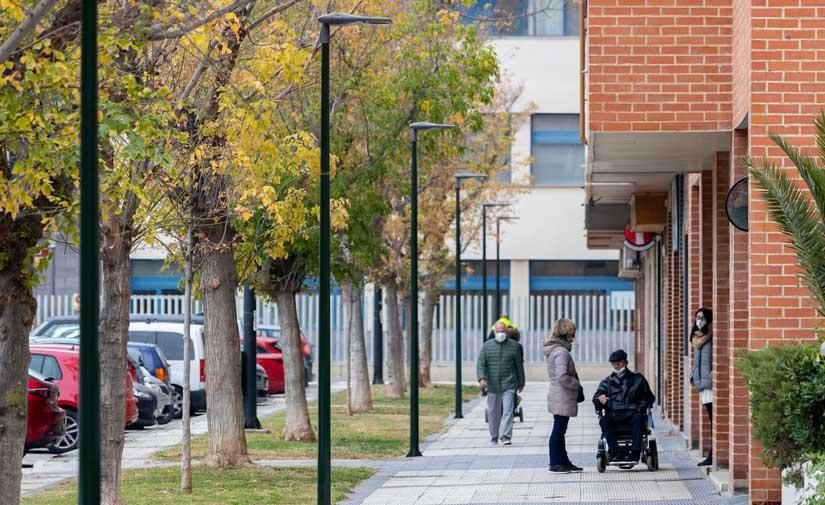 Zaragoza estrena alumbrado para mejorar la seguridad en las calles Rosalía de Castro y García Galdeano