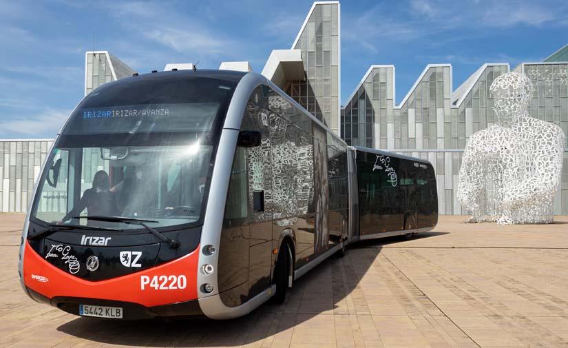 Zaragoza presenta el ie tram, el modelo de bus eléctrico que recorrerá sus calles a partir de finales del año próximo